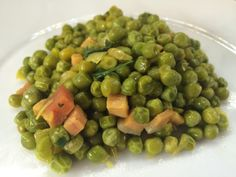 Piselli speck e zafferano Dolce, Sprouts, Side Dishes, Dessert, Vegetables, Contouring, Vegetarian, Deserts, Postres