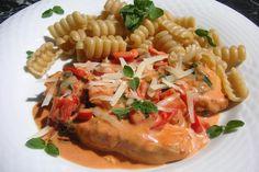 Pasta mit Paprika-Hähnchen-Soße