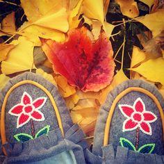 Happy Monday All !!! #mocmonday #rockyourmocs #fall #beadwork #moccasins