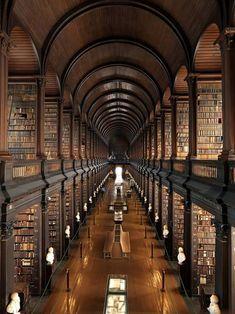 La biblioteca del Trinity College a Dublino