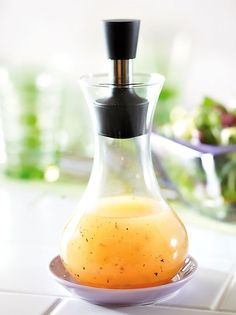 Sitruuna-hunajasalaatinkastike | Maku Wine Decanter, Cleaning Supplies, Barware, Salads, Soap, Dishes, Salad Dressings, Vinaigrette, Wine Carafe