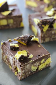 This Pineapple Lumps slice combines pineapple lumps with a delicious chocolate condensed milk slice, and the end result is so good it's impossible to stop at just one piece. Chocolate Bar Recipe, Chocolate Slice, Delicious Chocolate, Sweet Desserts, Easy Desserts, Sweet Recipes, Dessert Recipes, Fudge Recipes, Baking Recipes