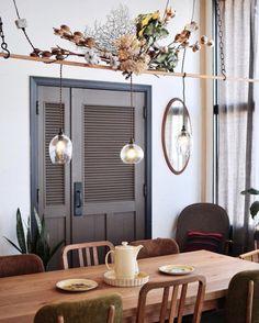 P&S本店隣のANTRY2階では、P&Sの照明を家具と共にご覧いただけます。 照明を見るだけではイメージしにくい、家具とのバランスやサイズ感のご参考に、ぜひお立ち寄りください◎ ・ 写真の照明はfresco raman。ドライフラワーと合わせることでアンティークな雰囲気に。 商品詳細はウェブストアをご覧ください ・ #lighting_ps http://ift.tt/2luuCcr