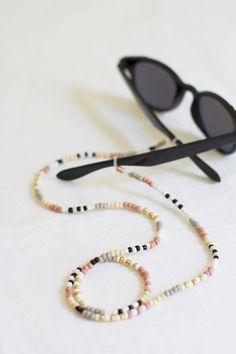 DIY beaded sunglasses chain / The 15 DIY you need Simple Jewelry, Diy Jewelry, Beaded Jewelry, Jewelery, Handmade Jewelry, Jewelry Making, Women Jewelry, Beaded Bracelets, Luxury Jewelry