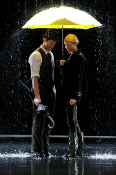 Singing in the Rain // Umbrella ~ Glee. My favorite Glee mash-up. And when I realized I have a girl crush on Gwyneth Paltrow. Yellow Umbrella, Rain Umbrella, Under My Umbrella, Walking In The Rain, Singing In The Rain, Lea Michele, Matthew Morrison, Glee Club, Love Rain