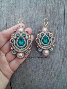 Bridal Beige Emerald Earrings - Statement Soutache Earrings - Hand Embroidered Soutache Jewelry - Be Skull Earrings, Emerald Earrings, Etsy Earrings, Statement Earrings, I Love Jewelry, Charm Jewelry, Jewelry Findings, Jewelry Making, Custom Jewelry