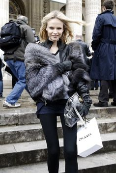 Abbey Lee in green fur Erin Wasson in hippie chic assorted fur Natasha Poly in thick grey fur Angela Vindvall in sheep-like Chanel fur ---. Green Fur, Natasha Poly, Fur Fashion, Fashion Black, Street Fashion, Fashion Lookbook, Autumn Winter Fashion, Winter Style, Fall Winter