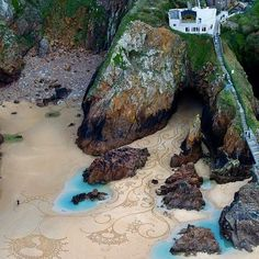 La baia di San Francisco - San Francisco Bay--examine the etchings in the sand to the right of center