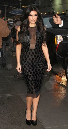 Get Kim Kardashian's Look For Less- Be A Fashionista Without Breaking The Bank Kim Kardashian Black Dress, Kardashian Style, Kim Kadarshian, Kim K Style, Panel Dress, Celebrity Dresses, Nice Dresses, Cold Shoulder Dress, Style Inspiration