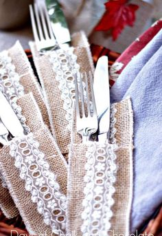 I love setting a pretty fall table and these sweet silverware pockets make that easy! Burlap and lace is both rustic and elegant, words that describe fall ente… Burlap Projects, Burlap Crafts, Burlap Flowers, Burlap Lace, Fall Crafts, Christmas Crafts, Diy Crafts, Silverware Holder, Utensil Holder