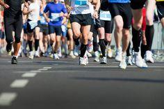 10 Things I Wish I Knew Before Running My First Marathon Frankfurt Marathon, Chicago Marathon, First Marathon, Marathon Running, Marathon Laufen, Sport Treiben, Before Running, Strong Legs, Getting A Massage