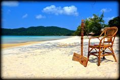 Koh Rong Samloen: Travellers trying to sell Bracalet for 1$