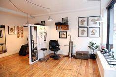 Inside our studio More Mehr Tattoo Salon, Chic Tattoo, Home Tattoo, Tattoo Hand, Mobile Tattoo, Tattoo Shop Decor, Tribal Dragon, Watercolor Butterfly Tattoo, Tattoo Studio Interior