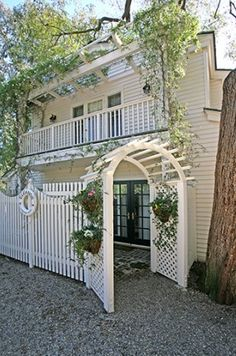 Taylor Swift's house in beverly hills. I'm obsessed. VERY Taylor!
