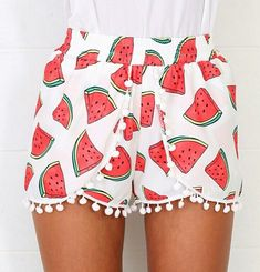 Awee these watermelon shorts are soo cute ♥ I need themmm, be so perf to wear . - Awee these watermelon shorts are soo cute ♥ I need themmm, be so perf to wear it with a loose cro - Pompom Shorts, Watermelon Shorts, Summer Outfits, Cute Outfits, Diy Vetement, Cute Shorts, Look Fashion, Patterned Shorts, Diy Clothes