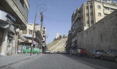 2 - Alepo é habitada há muito tempo, talvez desde o ano 6 a.C. A cidade teve uma enorme longevidade graças à sua posição localizada na velha estrada da seda, embora a força comercial da cidade tenha diminuído consideravelmente com a inauguração do Canal de Suez, em 1869.