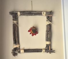 A DIY picture frame is a great upcycling project that makes a great DIY gift. This easy craft idea also adds to any DIY home decor & keep memories preserved. Diy Picture Frames On The Wall, Picture Frame Crafts, Rustic Picture Frames, Picture Frame Molding, Rustic Frames, Twig Crafts, Nature Crafts, Fall Crafts, Marco Diy