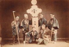 火消 .::Collezione Vittorio::. Old Photographs, Old Photos, Vintage Photos, Japan Landscape, Meiji Era, Nihon, Firefighter, Samurai, Japanese