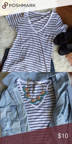 Old Navy Black + White Tee You can never have too many black and white tees!! This one is a great lightweight summer basic, and also great for layering into fall and winter. Small chest pocket. Nothing goes better with your favorite overalls, under a blazer, with boyfriend jeans, a bright skirt... The options are endless! Good condition. A great item to bundle with anything other item in my closet and save 15%!! Old Navy Tops Tees - Short Sleeve