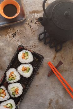 in the kitchen with: jill bliss' vegetarian sushi (I want to try this with quinoa instead of rice to make it more insulin friendly)