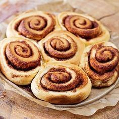 Low carb cinnamon buns with curd cheese - healthy recipe for breakfast - Leckere Low Carb Paleo Rezepte - Healthy recipes easy Keto Foods, Keto Snacks, Low Carb Desserts, Low Carb Recipes, Healthy Recipes, Quark Recipes, Breakfast Low Carb, Breakfast Recipes, Breakfast Ideas