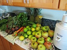 DIY Juice Cleanse: How I lost 4 pounds in 4 days - http://www.newlywedsonabudget.com/2012/10/diy-juice-cleanse-how-i-lost-4-pounds-in-4-days/