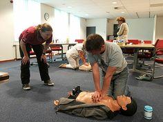 Naast de BHV in het NVM-gebouw, zijn er 12 medewerkers van het NVM-bureau die een reanimatietraining hebben gedaan.