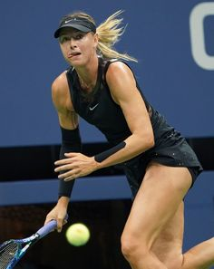 Russia's Maria Sharapova returns the ball against Sofia Kenin of the US during their 2017 US Open Women's Singles match at the USTA Billie Jean King National Tennis Center in New York on September / AFP PHOTO / Don EMMERT Female Volleyball Players, Tennis Players Female, Black Gymnast, Foto Sport, Maria Sharapova Hot, Maria Sarapova, Tennis Photography, Tennis Pictures, Womens Golf Shirts