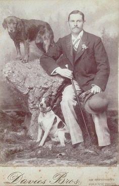 Fotografía en formato de gabinete de Davies Brothers - a través de Carol Hardijzer Old Dogs, Central Asia, African History, Best Dogs, Dog Breeds, Terrier, Pets, People, Photograph