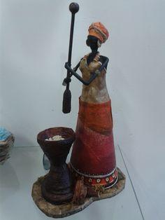African Dolls, African American Dolls, African Art, Paper Beads Tutorial, Acorn Crafts, Diy Crafts, Paper Bag Crafts, Rolled Paper Art, Paper Puppets