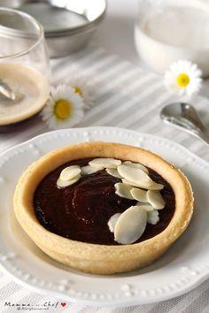 Le Crostatine al cioccolato sono delle deliziose crostatine preparate con una pasta frolla friabile e leggera, senza burro e uova, e crema al cioccolato.