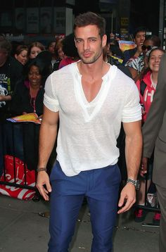 William Levy adored by fans as he leaves Good Morning America with Dancing With The Stars partner Cheryl Burke. - William Levy Greets Fans in NYC William Levi, Moda Formal, Latin Men, Evolution Of Fashion, Herren Outfit, Fine Men, Hollywood Celebrities, American Actors, Mannequin