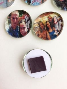 Make Photo Magnets Using Dollar Tree Gems - An Easy and Useful Craft from Destination Decoration How To Make Magnets, Diy Magnets, Diy Resin Crafts, Diy Arts And Crafts, Picture Magnets, Marble Magnets, Marble Pictures, How To Make Photo, Dollar Tree Gifts