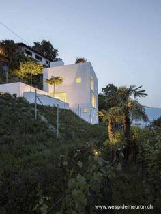 Casa minimalista al borde del Lago Maggiore al norte de Italia