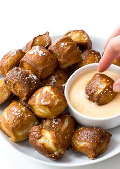 Homemade Pretzel Bites with a creamy cheddar cheese dipping sauce! Popable and super addicting these homemade pretzel bites will…