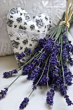 Lavender Heart Sachet / It has been grown and dried, lots and lots over the years. Lavender Cottage, Lavender Sachets, Lavender Blue, Lavender Fields, Lavender Flowers, Purple Flowers, Lavander, Lavender Pillow, Lavender Bouquet
