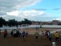 Veja Vídeo: Após ser agredido, árbitro de futebol atira em jogador e por pouco não é linchado | Umbuzeiro Online