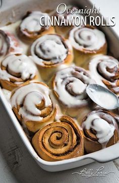 Easy Overnight Cinnamon Rolls - learn how easy it is to make an overnight cinnamon rolls recipe with a homemade cream cheese frosting that is absolutely delicious! Dessert For Two, Desserts For A Crowd, Dessert Bars, Easy Desserts, Dessert Recipes, Brunch Recipes, Bread Recipes, Yummy Recipes, Overnight Cinnamon Rolls
