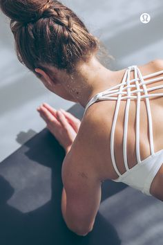 We designed this light-support bra to keep us covered in all of our yoga classes. The open neckline and strappy back give us plenty of room to flow, twist and sweat. Wild thing, you make our hearts (and backs) sing.