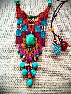 reminds me of the weaving by Diane Fitzgerald, and Baines? Fiber Art Jewelry, Textile Jewelry, Macrame Jewelry, Fabric Jewelry, Bohemian Jewelry, Jewelry Art, Jewelry Design, Silver Jewelry, Pin Weaving