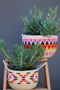 DIY Painted Rope Basket If I haven't cautioned you about the addictive nature of sewing rope baskets, consider this your official warning. Once you start, you just can't stop. All it takes is a foot on the pedal, and a hand to… Handmade Home Decor, Diy Home Decor, Handmade Gifts, Decor Crafts, Diy Cadeau Noel, Deco Boheme, Rope Basket, Diy Painting, Painting Doors