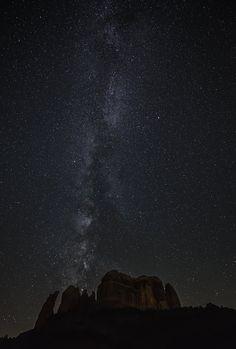 The Milky Way makes its way over Cathedral Rock in Sedona, Arizona. Arizona City, Arizona Travel, Sedona Arizona, Grand Caynon, Places To Travel, Places To See, Travel Stuff, Route 66 Road Trip, Stargazing