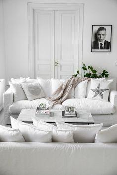 home entrance decoration Monochrome Interior, Flat Interior, Home Interior, Living Room Interior, Interior Architecture, Decorating Your Home, Interior Decorating, Ideas Hogar, White Rooms