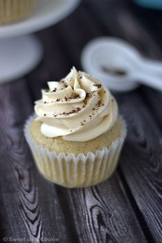 Coffee Cupcakes with Coffee Cream Cheese Frosting by Sweet as a Cookie Coffee Cupcakes, Baking Cupcakes, Yummy Cupcakes, Cupcake Cookies, Cupcake Recipes, Baking Recipes, Dessert Recipes, Cupcake Ideas, Frosting Recipes