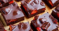 Chocolate Covered Strawberry Brownies Recipe : Chocolate covered strawberry topped fudge-y brownies! Tasty Chocolate Cake, Chocolate Brownies, Chocolate Recipes, Chocolate Truffles, Strawberry Brownies, Strawberry Topping, Just Desserts, Delicious Desserts, Dessert Recipes