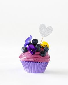 Mustikkapiirakka-kuppikakut // Blueberry Pie Cupcake Food & Style Annika Elomaa Photo Joonas Vuorinen www.maku.fi