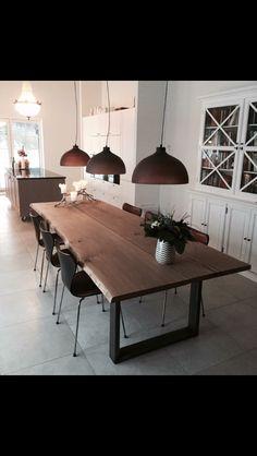 Plankebord Dining Room Design, Interior Design Kitchen, Dining Room Table, Interior Decorating, Pallet Furniture, Home Furniture, Slab Table, Home Remodeling, Living Spaces