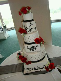 elegant wedding cake with beautiful red flowers! #weddingcakes