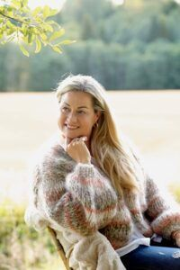 Warm And Cozy, Fur Coat, Sweaters, Cardigans, Couple Photos, Knitting, Medium, Couples, Inspiration