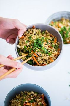 This recipe for cauliflower fried rice is full of flavor, vegan protein and it is very easy to prepare. Healthy Mexican Rice, Healthy Mexican Casserole, Mexican Food Recipes, Ethnic Recipes, Arroz Frito, Dieta Paleo, Delicious Vegan Recipes, Healthy Recipes, Health Lunches